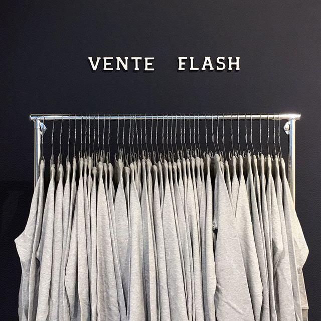 """#VENTEFLASH ce Weekend au Prado #Marseille notre sweat """"La Fille Du Pere Noël"""" est à -70% 🔥et passe exceptionnellement à 14,90 au lieu de 49,90 !! Également disponible en ligne :  https://www.triaaangles.fr/sportdhiver/produit/345793 (tapez """"la fille du père Noël"""" 🎅🏼)"""