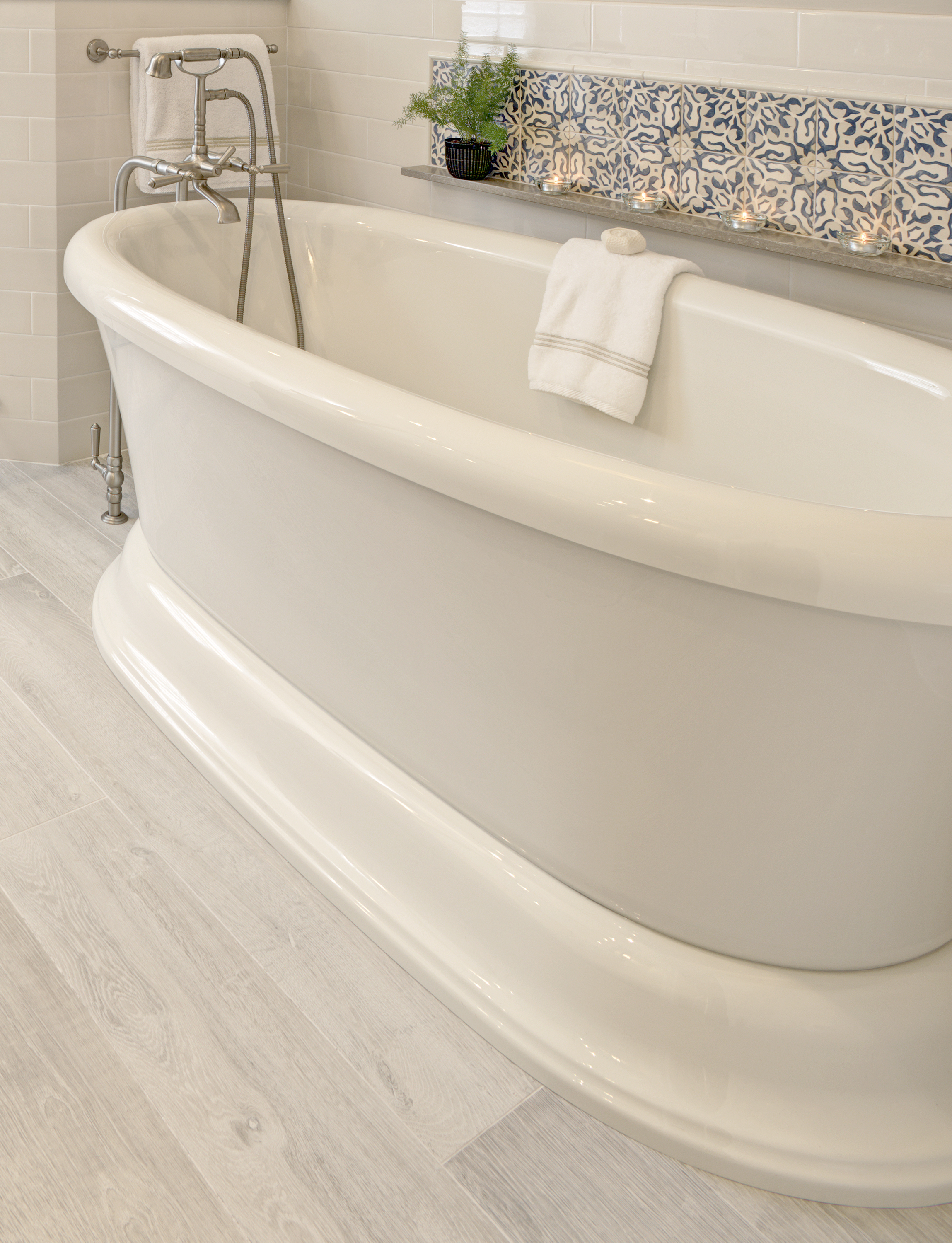 SIC Bath Tub Close Up.jpg