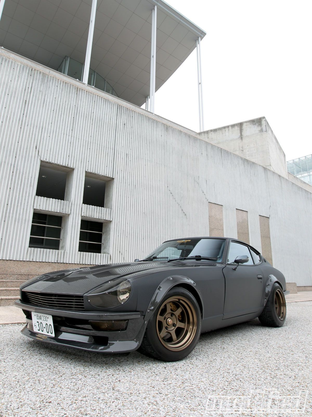 modp_1012_02_o+1974_nissan_fairlady_z+front_left_side_view.jpg