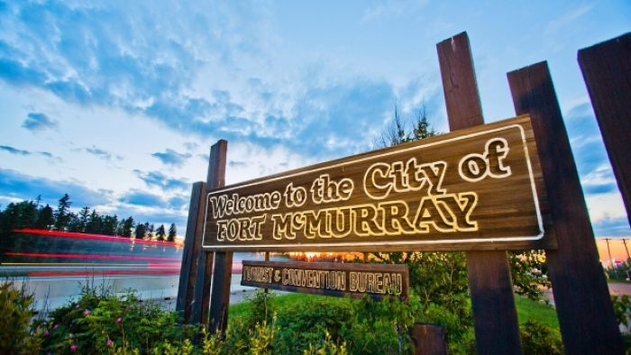 A sign welcoming visitors to Fort McMurray.