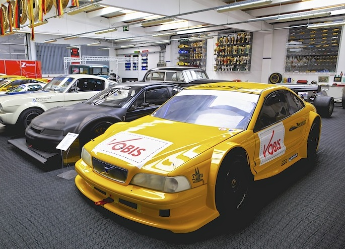 The C70 next to Zakspeed's other aborted DTM car, 1997's all-carbon Opel Calibra 4x4 DTM