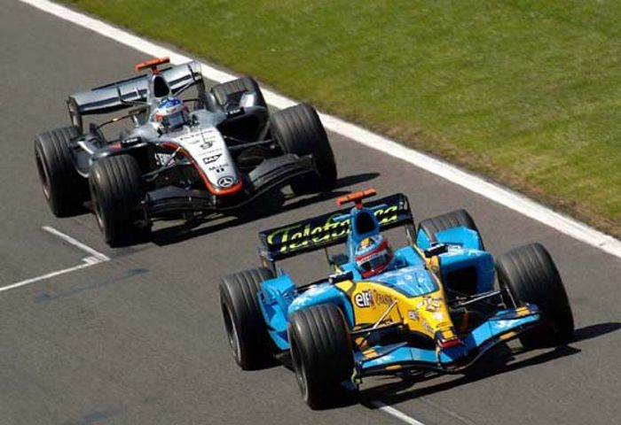 Alonso defending his lead from Raikkonen in France