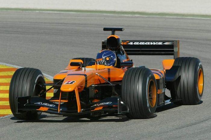 Frentzen testings the new car in the pre-season testings