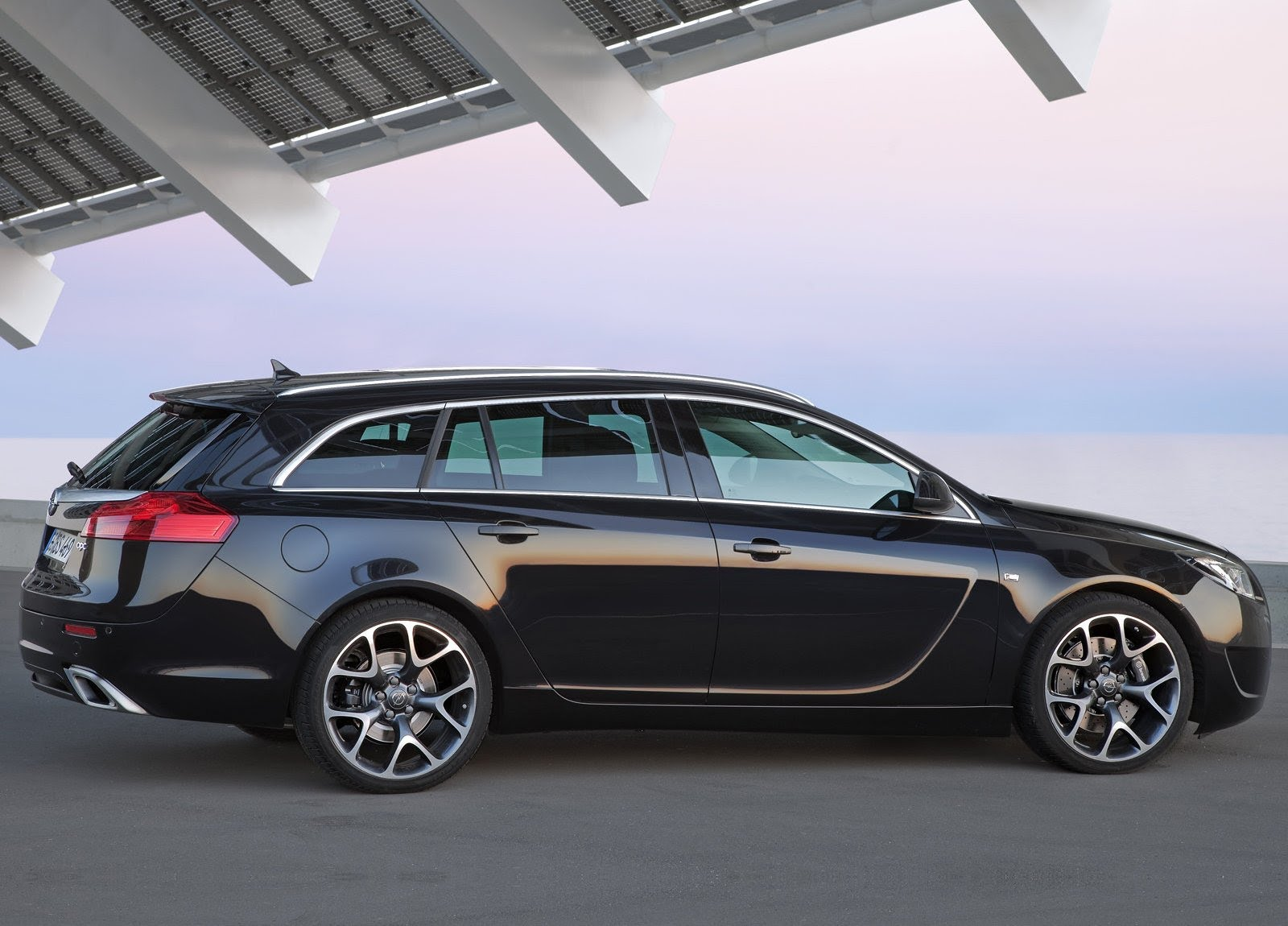 Now, if Buick would have pulled out all the stops and sold the V6-engined, all-wheel drive Opel Insignia OPC, they might have had a few more fans than they did when they gave us a 4-cylinder, front-wheel drive Regal GS.