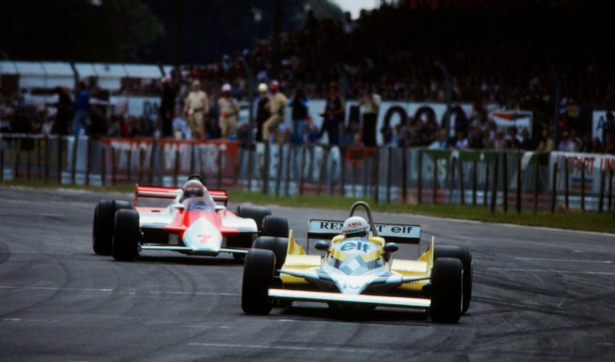 John Watson chasing down René Arnoux, Silverstone 1981.