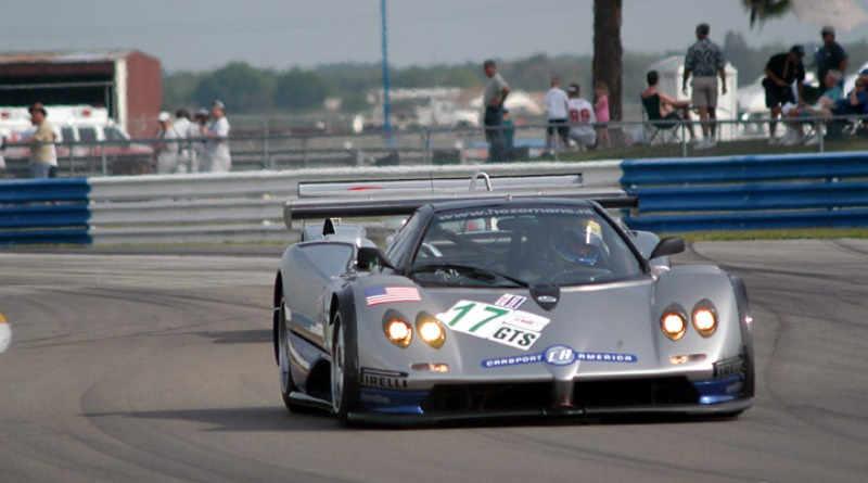 Mike Hezemans getting out of the way of an Audi R8, Sebring 2003.