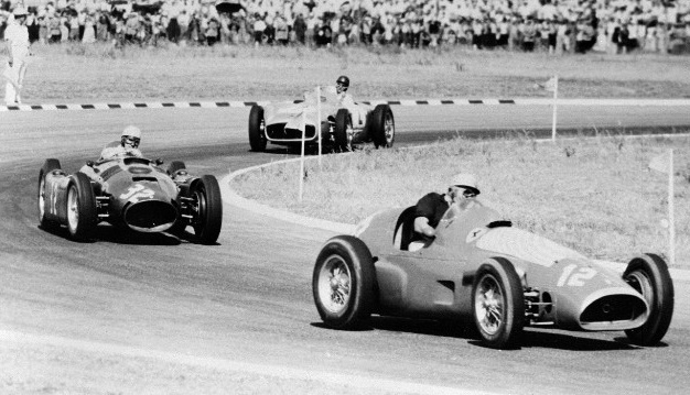 Alberto Ascari staying ahead of Juan Manuel Fangio, 1955 Argentine Grand Prix.