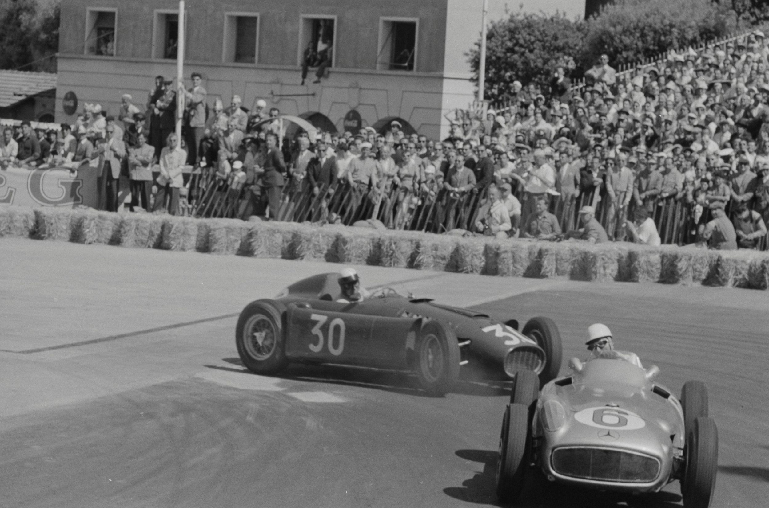 Eugenio Castellotti harassing Stirling Moss, Spa Francorchamps 1955.