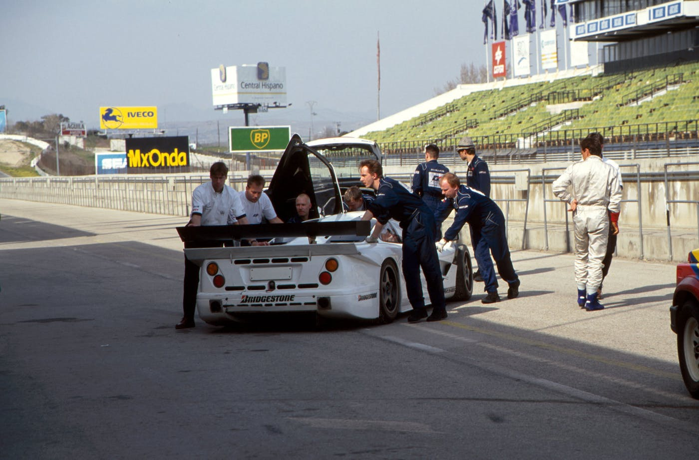 The mule being pushed into the pits, Jarama 1996.