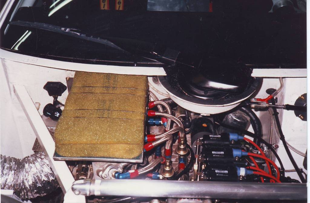 The 3-rotor 13G engine was compact enough to be mounted in a favorable position.