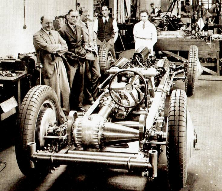 The Campbell-Napier-Railton chassis, showing the W12 engine and staggered gearbox.