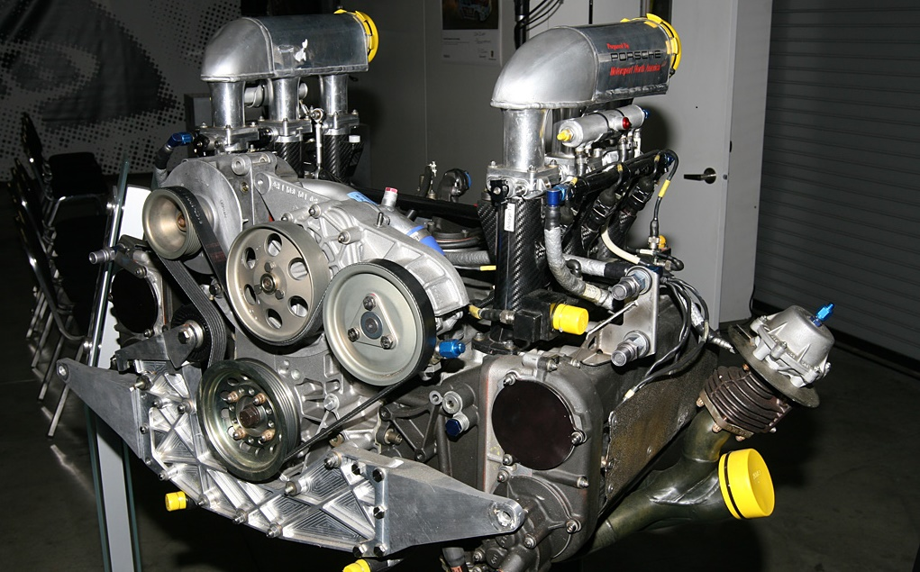 Porsche hung on to tradition by selecting the ancient Typ 935 twin-turbo flat six as the base for the LMP-project.