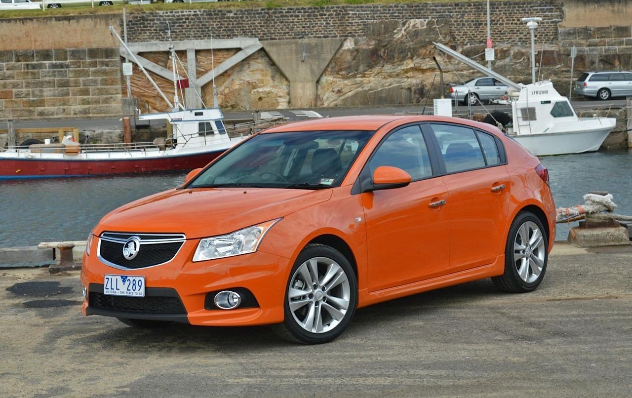 2014-Holden-Cruze-SRi-V-Australia.jpg