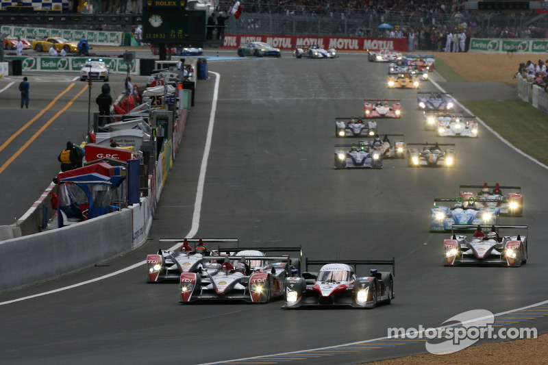Start of the 2007 24 Hours of Le Mans, an immediate four-way battle for the lead.