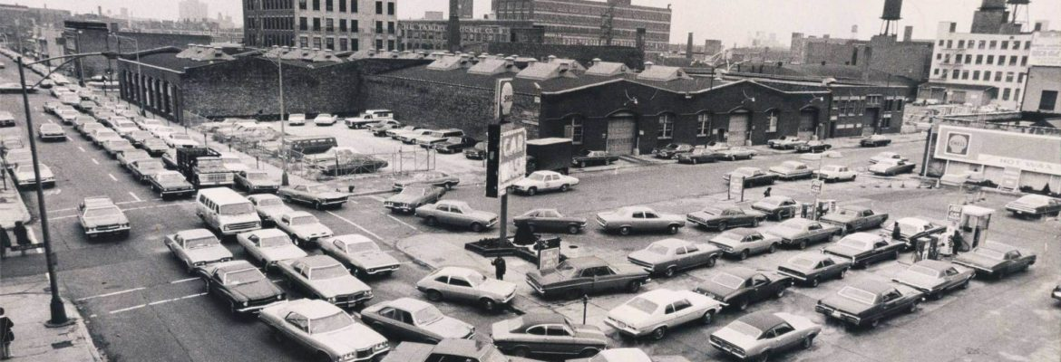 Long lines at the gas station, America in 1973.