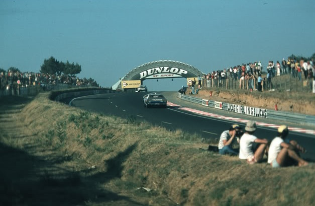 The Gran Torino heading up to the iconic Dunlop Bridge, Le Mans 1976.