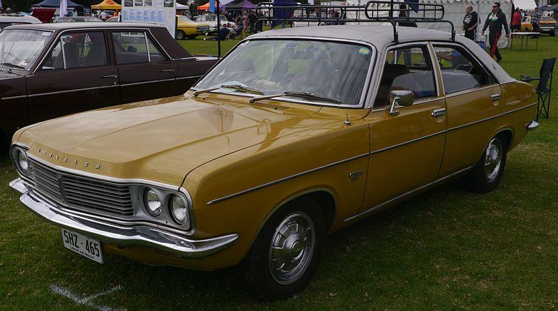 Chrysler_Centura_(16769747057).jpg