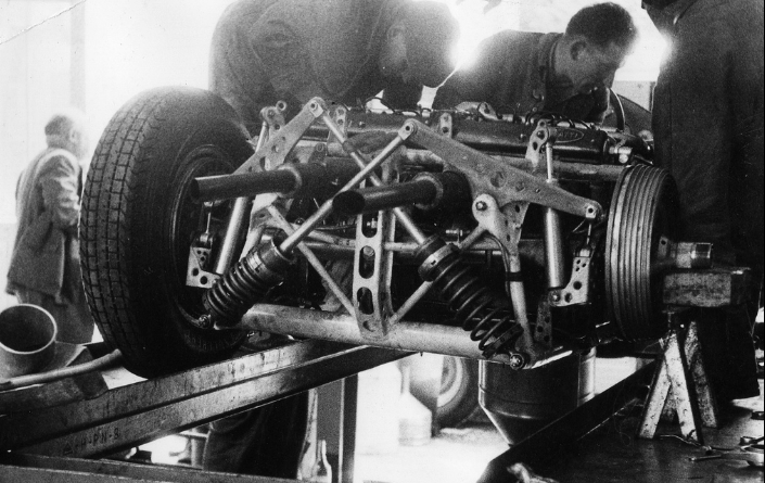The strange counteracting De Dion rear axle up close.