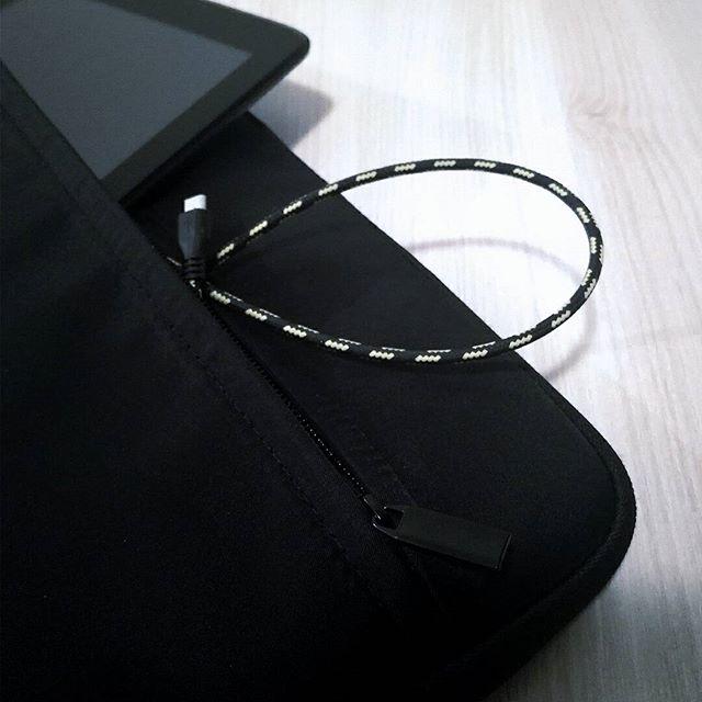 Laptop sleeves now on sales. ➡️Link in bio  Promotions sur les housses pour ordinateur. ➡️Lien dans la description
