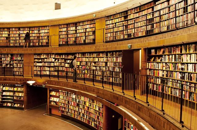 shelf-3195135_640.jpg