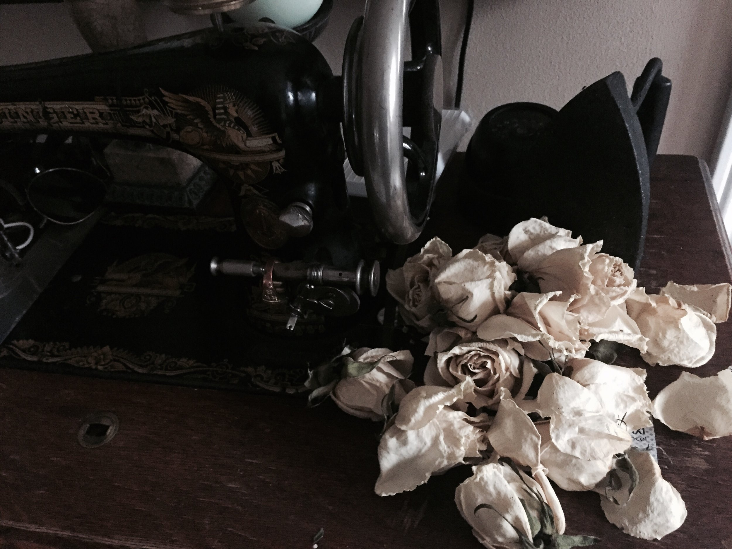 Im obsessed with decorating my house with dried roses. It adds a relaxing vintage feel that I personally resonate with