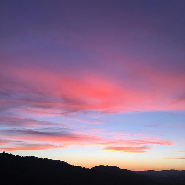 OJAI... the pink moment. have you heard of it? as the sun sets in ojai the sky lights up gorgeous hues of pink. Best places to take in the pink moment in our opinion, meditation mount and @ojaivalleyinn   read all our must see + do's
