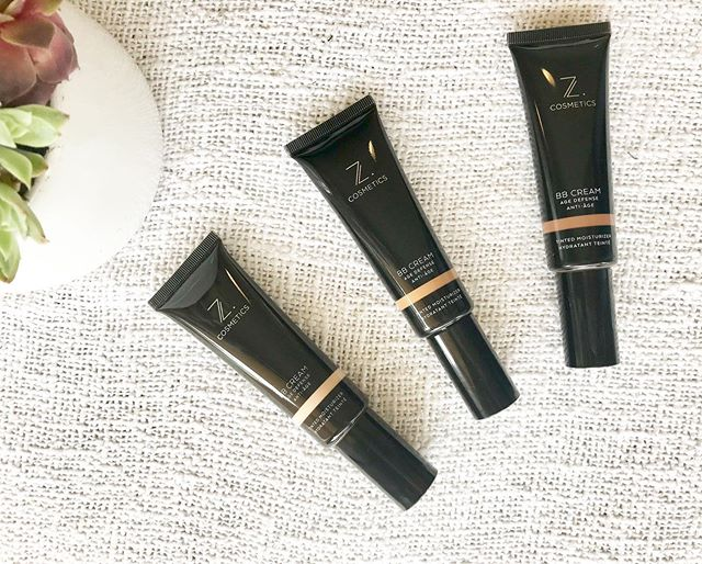 If you love BB cream as much as us then we belong together. 😉  Bbcream is great for when you don't want to wear foundation but need a bit of colour to look fresh.  It's purpose is to provide a light coverage while hydrating, smoothing and brightening your skin.  It makes a good primer to your foundation.  You can also mix with your foundation to create a softer feel and finish. 👌🏼 One more tip you can use a lighter or darker shade to add to your foundation to adjust the colour when seasons and your tan changes✌🏼