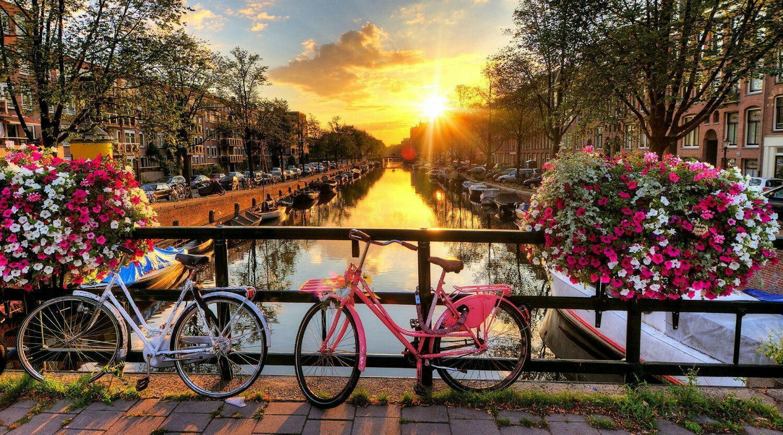Atardecer con Bicicletas en Amsterdam