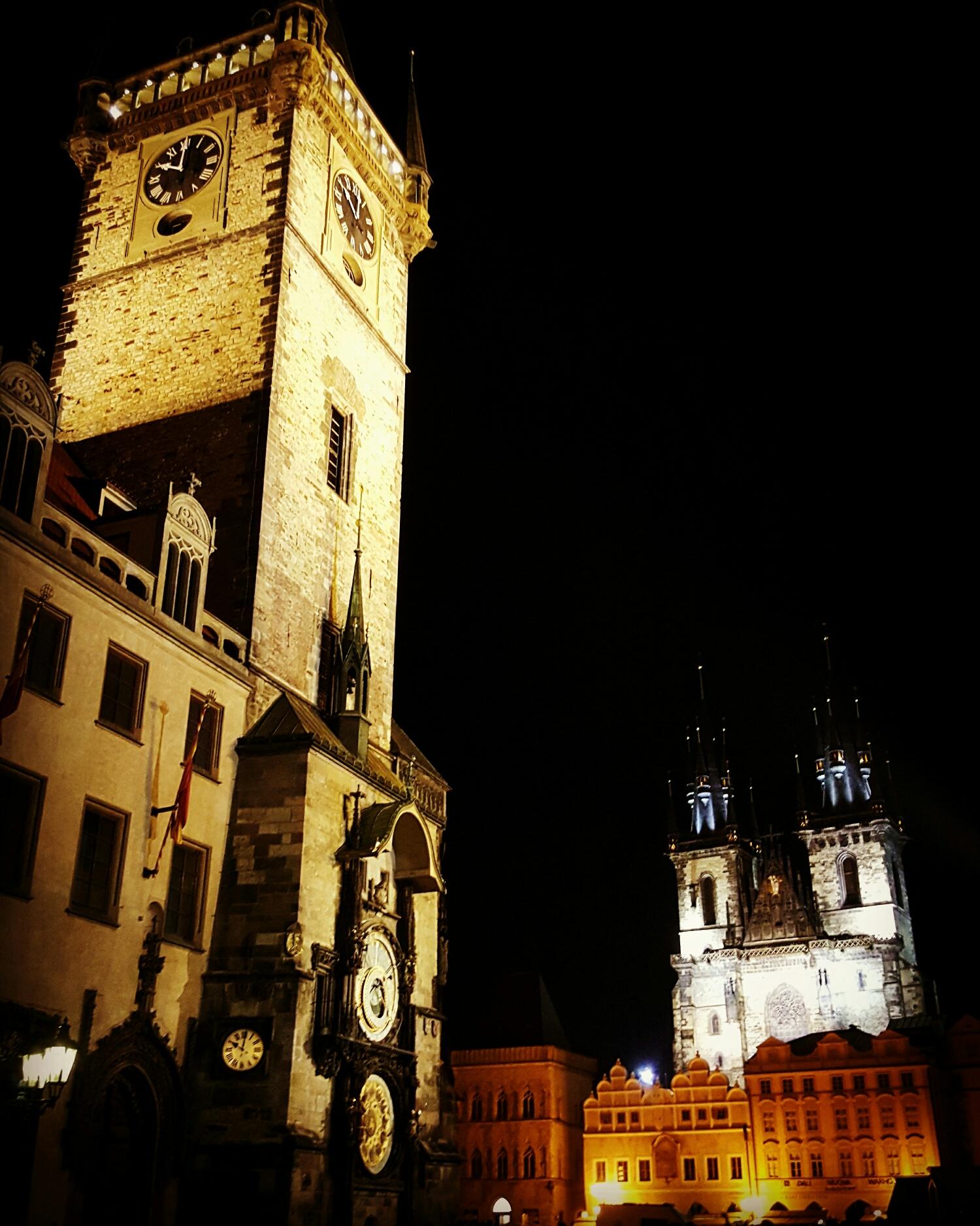 Reloj Astronómico y Antigua Plaza de Noche