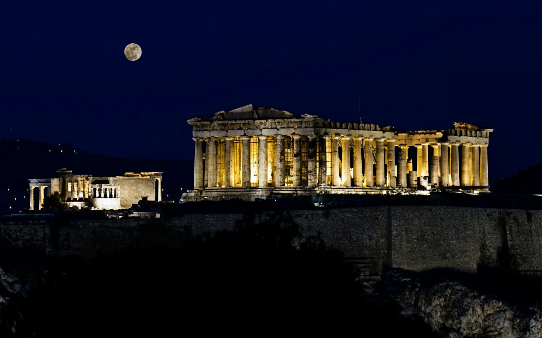 Acropolis y el Partenón de noche.
