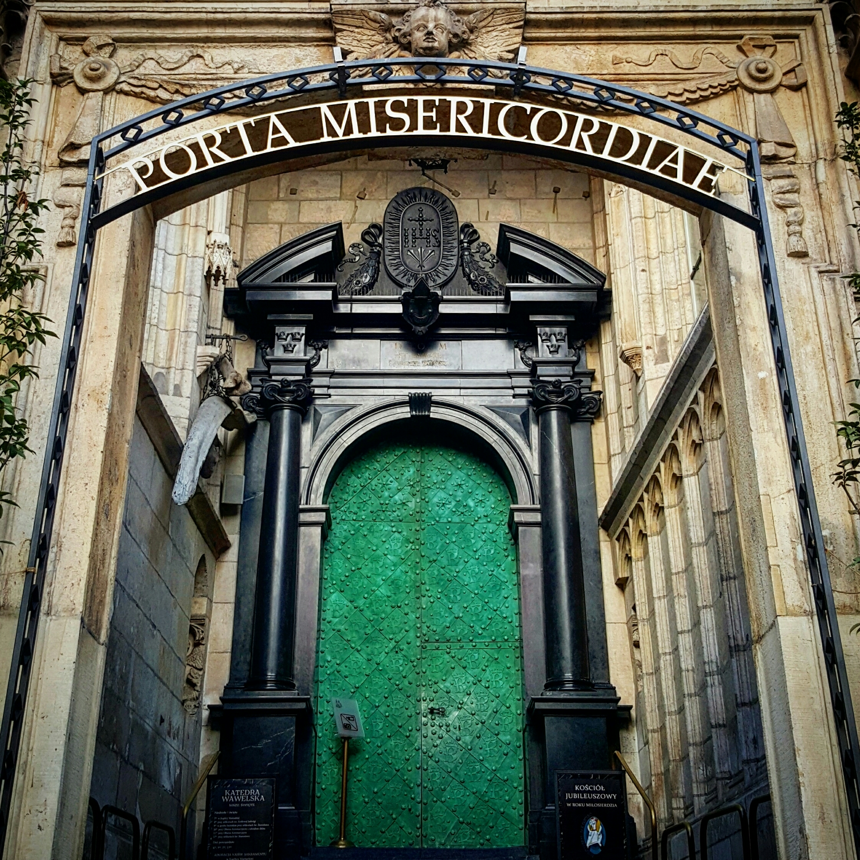 Puerta de la Misericordia en la Catedral del Castillo Wawel, Cracovia