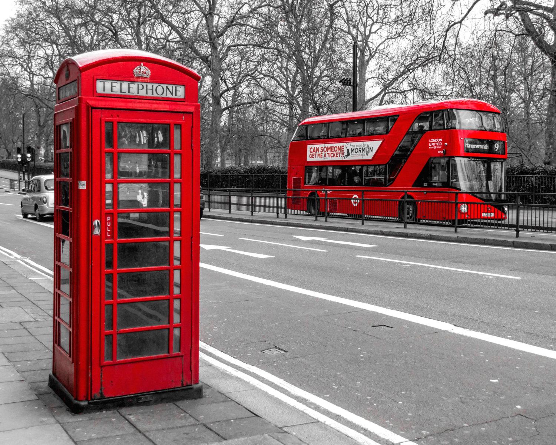 Cabina telefónica y autobus en Londres