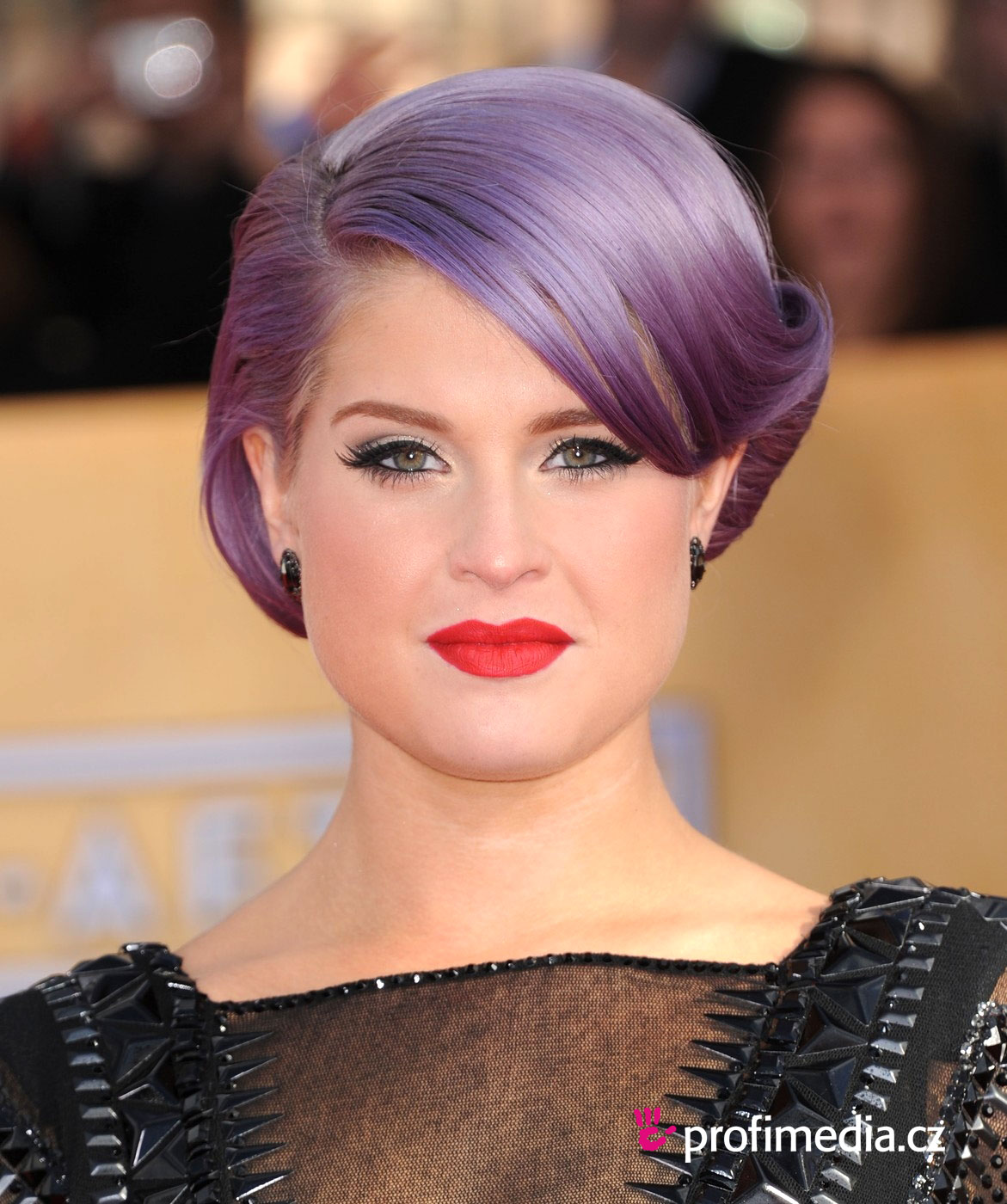 Kelly Osborne is an example of a celeb with an triangular face