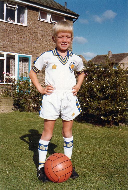 Full classic leeds utd kit aged 8