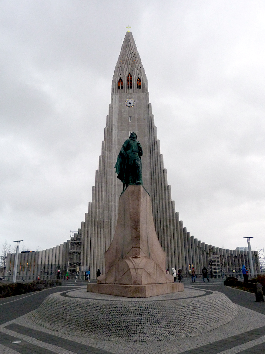 Statue of Leif Eriksen outside the cathedral
