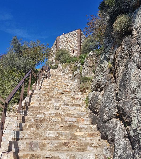 Steps up to Castillo de Montfrague, 13 Apr 19