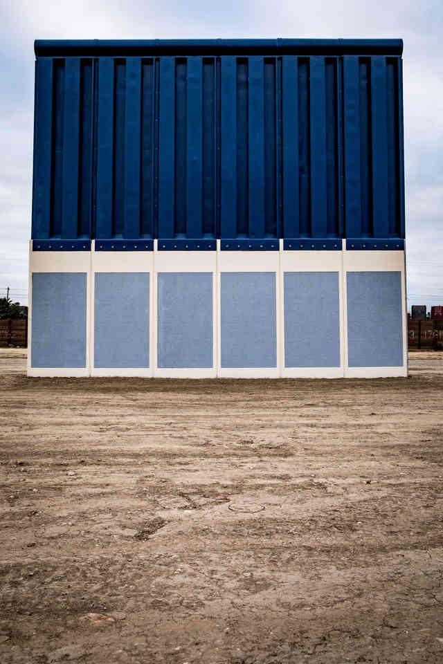 021-borderwall-320_x2.jpg