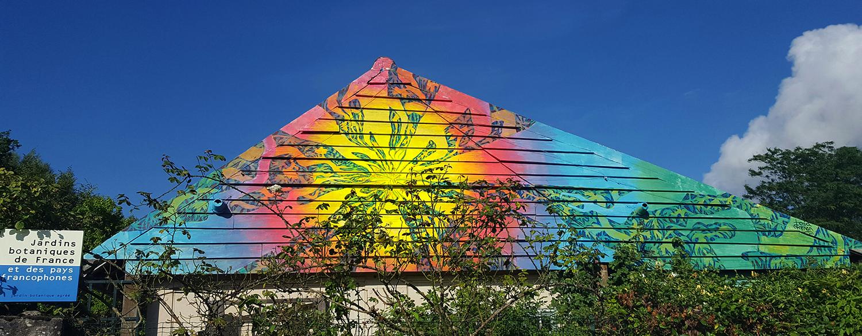Parte de la fachada del Jardin Botanique, intervenida por Toia Grehan