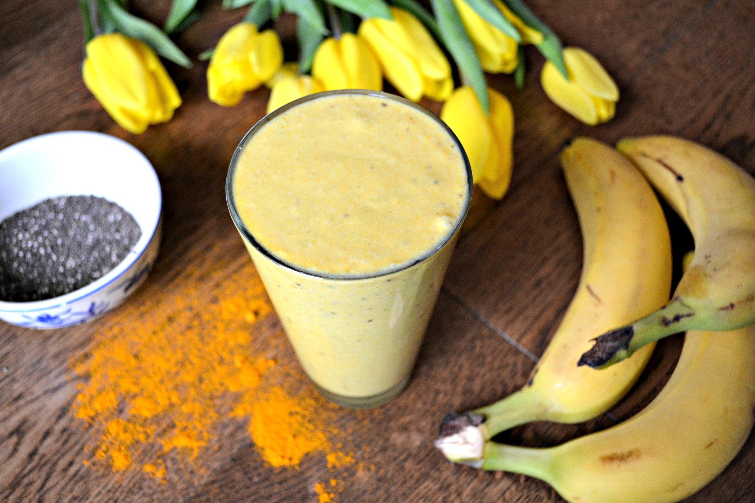 Turmeric smoothie | The Flourishing Pantry | yeast free diet blog