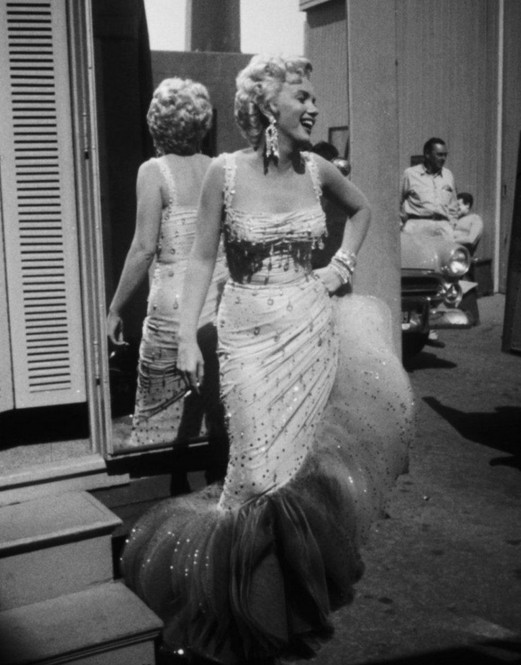 Marilyn-Monroe-on-the-set-of-Theres-No-Business-Like-Show-Business-1954.jpg