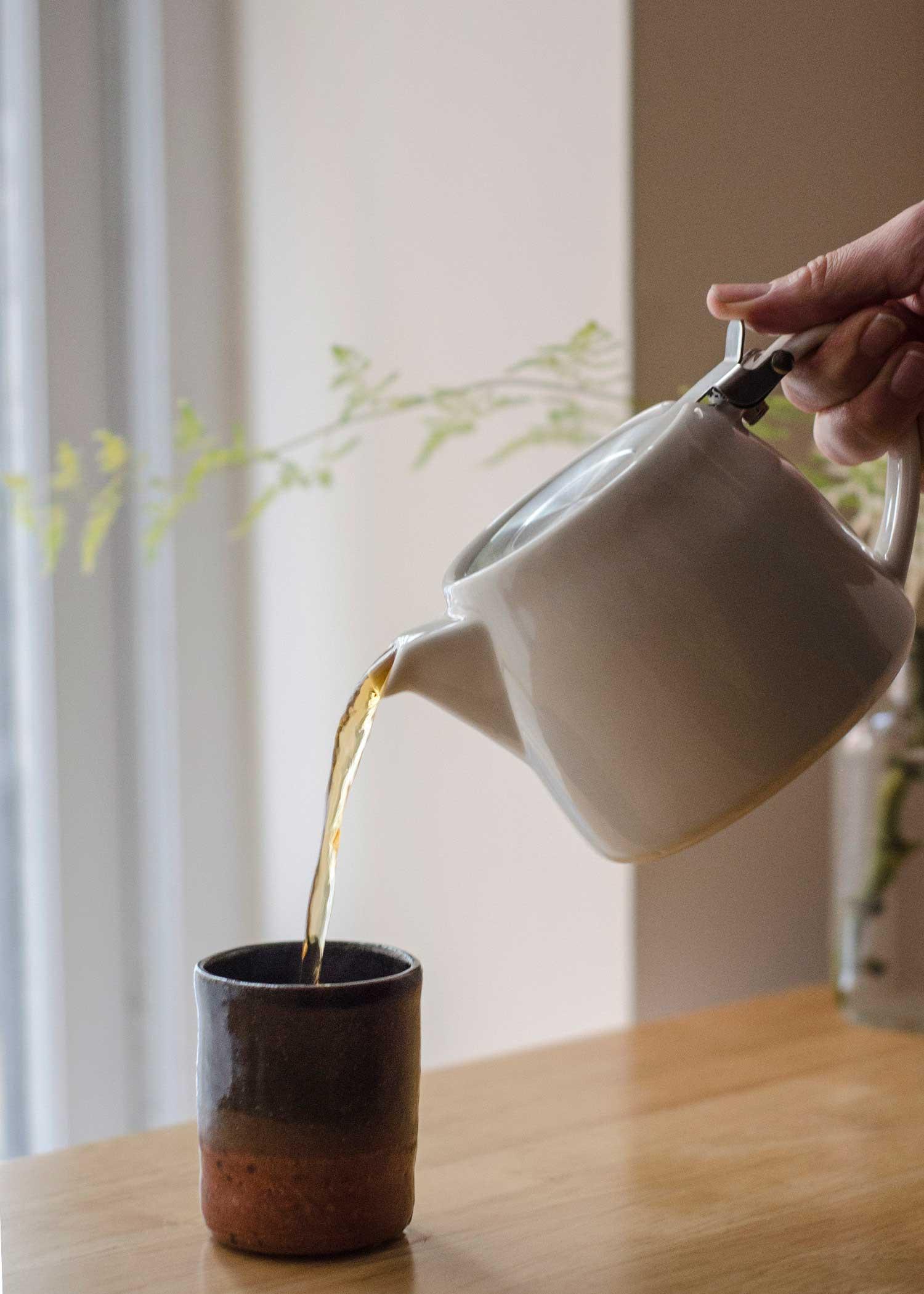 cafe-teapot_white_atmostpheric.jpg