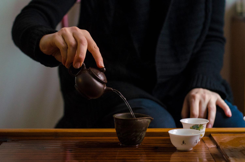 taiwanese-brown-clay-teapot_atmospheric_3a.jpg