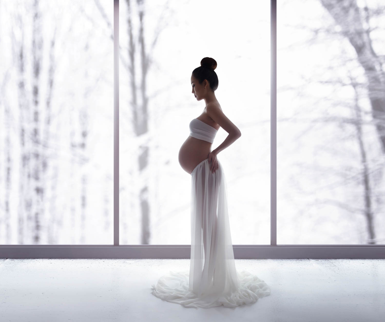 Beautiful and artistic maternity photography, fine-art pregnancy photos nyc, timeless nude maternity photography in NYC by Lola Melani