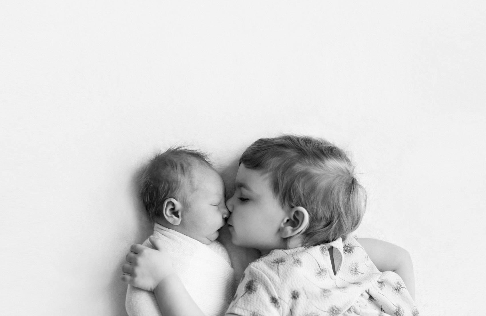 siblings newborn photography