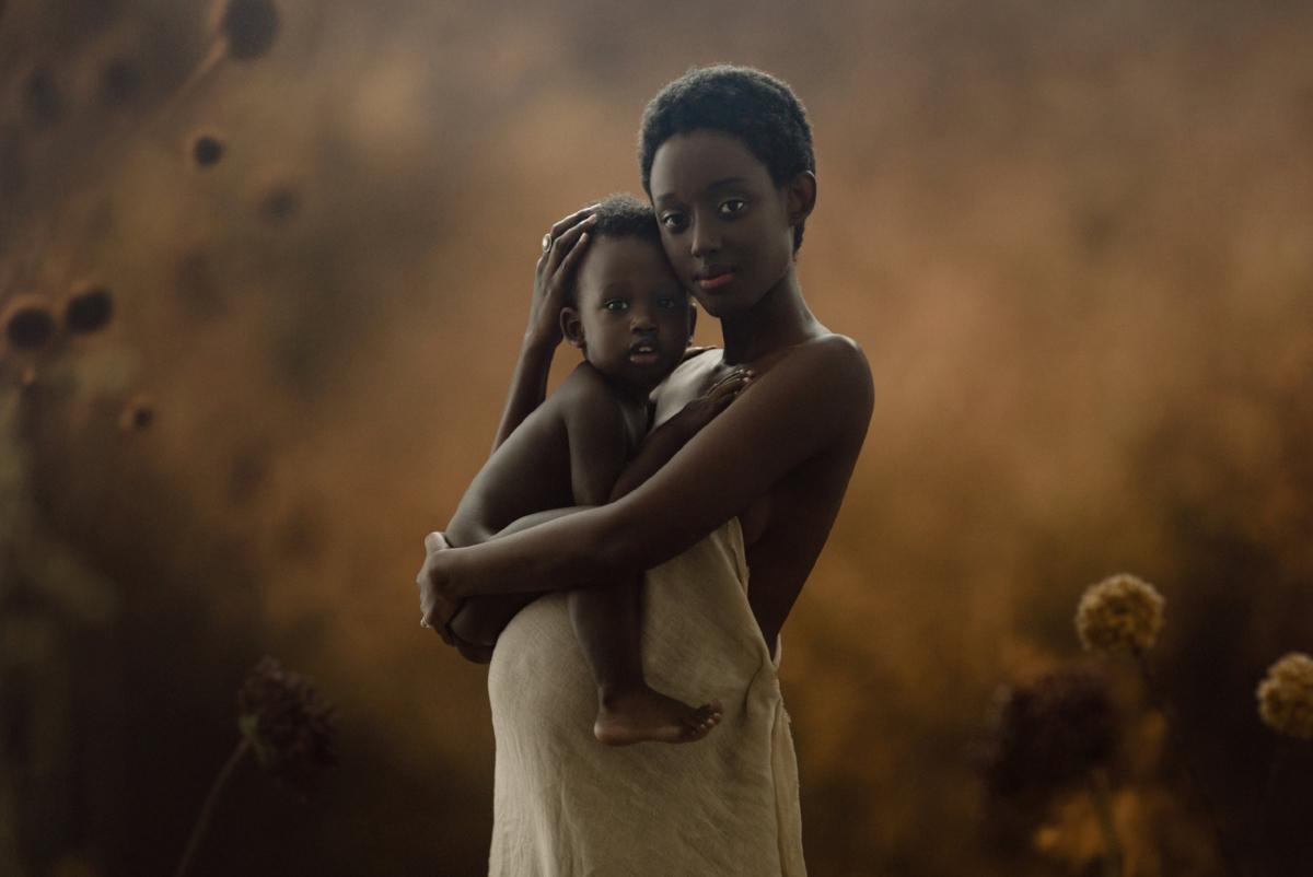 Beautiful NYC maternity photography by celebrity photographer Lola Melani