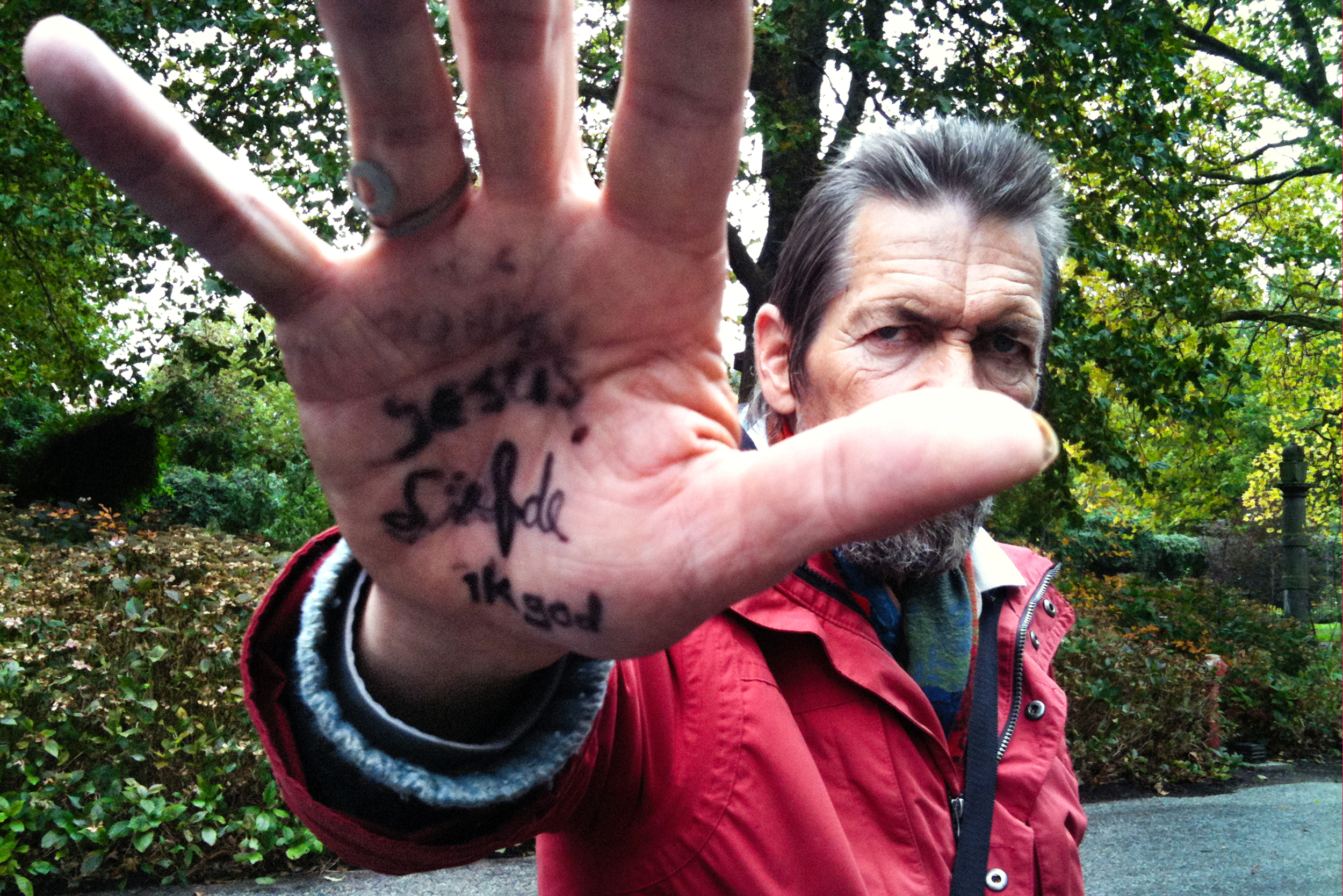 I found Guido in the park one morning with his hands covered in writing. I´m god, it says