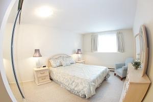 web_suite_bedroom.jpg
