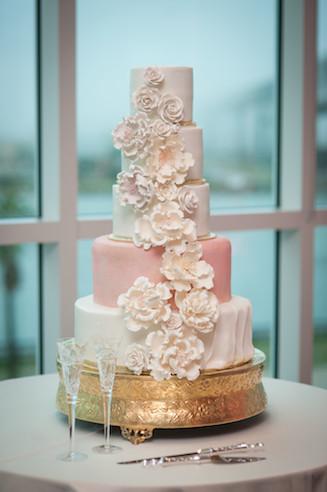 Bridal cake of royalty www.avenueievents.com.JPG