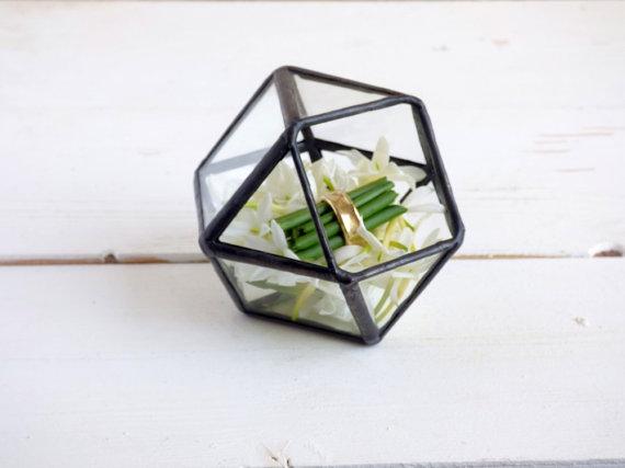 Haloney Rakia geod terrarium ring box.jpg