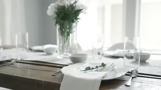 A little throw back to styling a bright and airy video shoot scene. Can our table always look like this please?